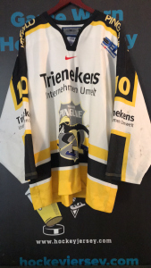 Krefeld Penguins. #10 Christian Ehroff. Metzen Athletic München tags. Size 54. White. Sewn on numbers. Sewn on DEL LOGO on front. Jersey shows excellent game abuse and outstanding wear!
